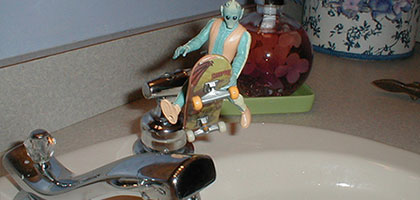 Guido toy air in a sink
