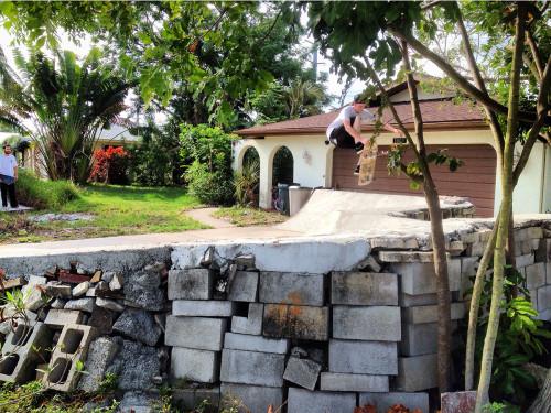 frontyard-sceneLOGAN2